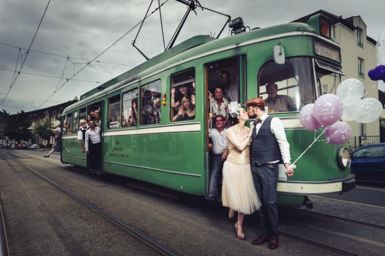 Hochzeitsfoto Düsseldorf Strassenbahn